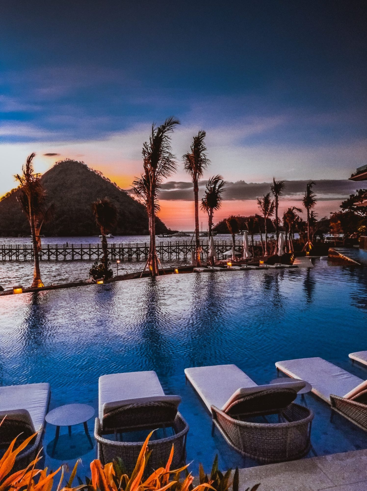 Komodo's best luxury hotel: Sunet view of the pool