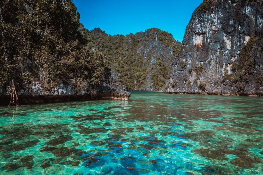 Ilike liveaboard cruise from Raja Ampat to Triton Bay - bat cave lagoon misool