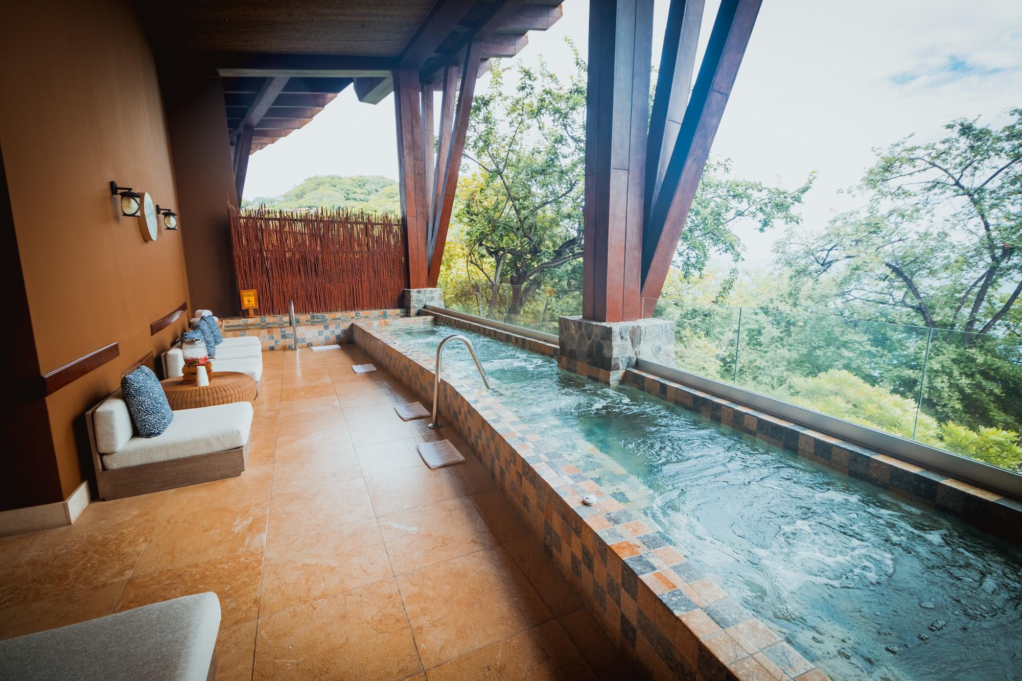 Four Seasons Costa Rica spa plunge pools