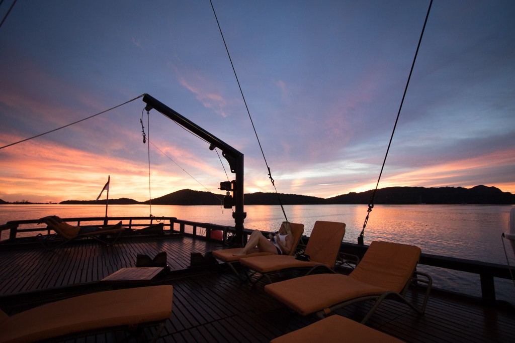 Ilike live-aboard sunset in raja ampat